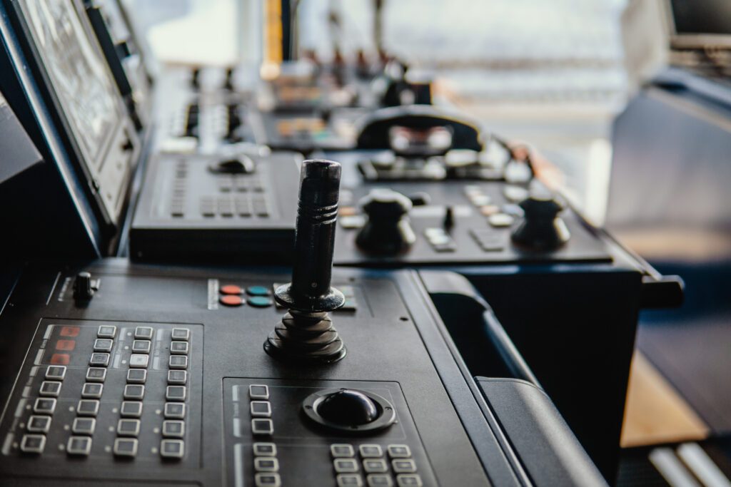 Dynamic positioning controls on vessel